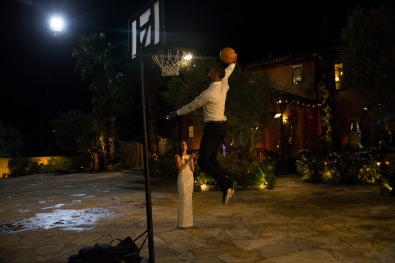 OK, so I don't like Christon. If nothing else, this whole dunking on Becca thing was just to prove he still has his Harlem Globetrotter moves. I'm sure he's one of the fame-hungry boys. What I DID love was when the rest of the men came out to play basketball and have fun on the driveway together. Now that was a good time.
