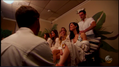 """David and Jordan pamper Becca, and apparently Jordan is """"in his element"""" giving foot massages?"""